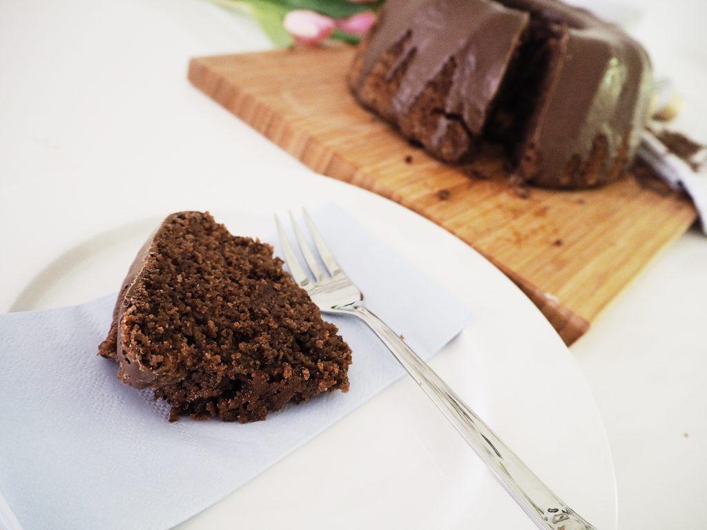 Rezeptidee: saftiger Rotweinkuchen mit Schokolade