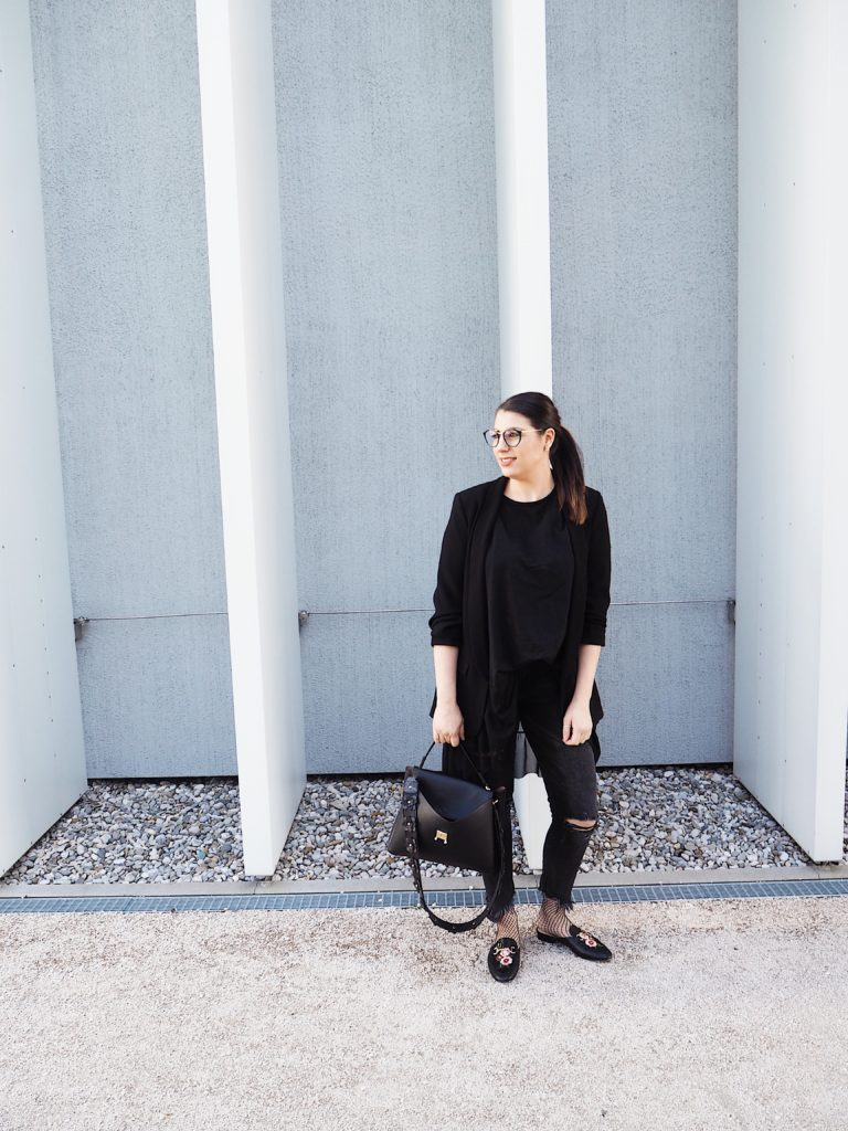 #Outfit: AllBlack & Slippers for Spring